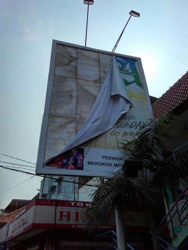 Penertiban Reklame Rokok UPPD Senen
