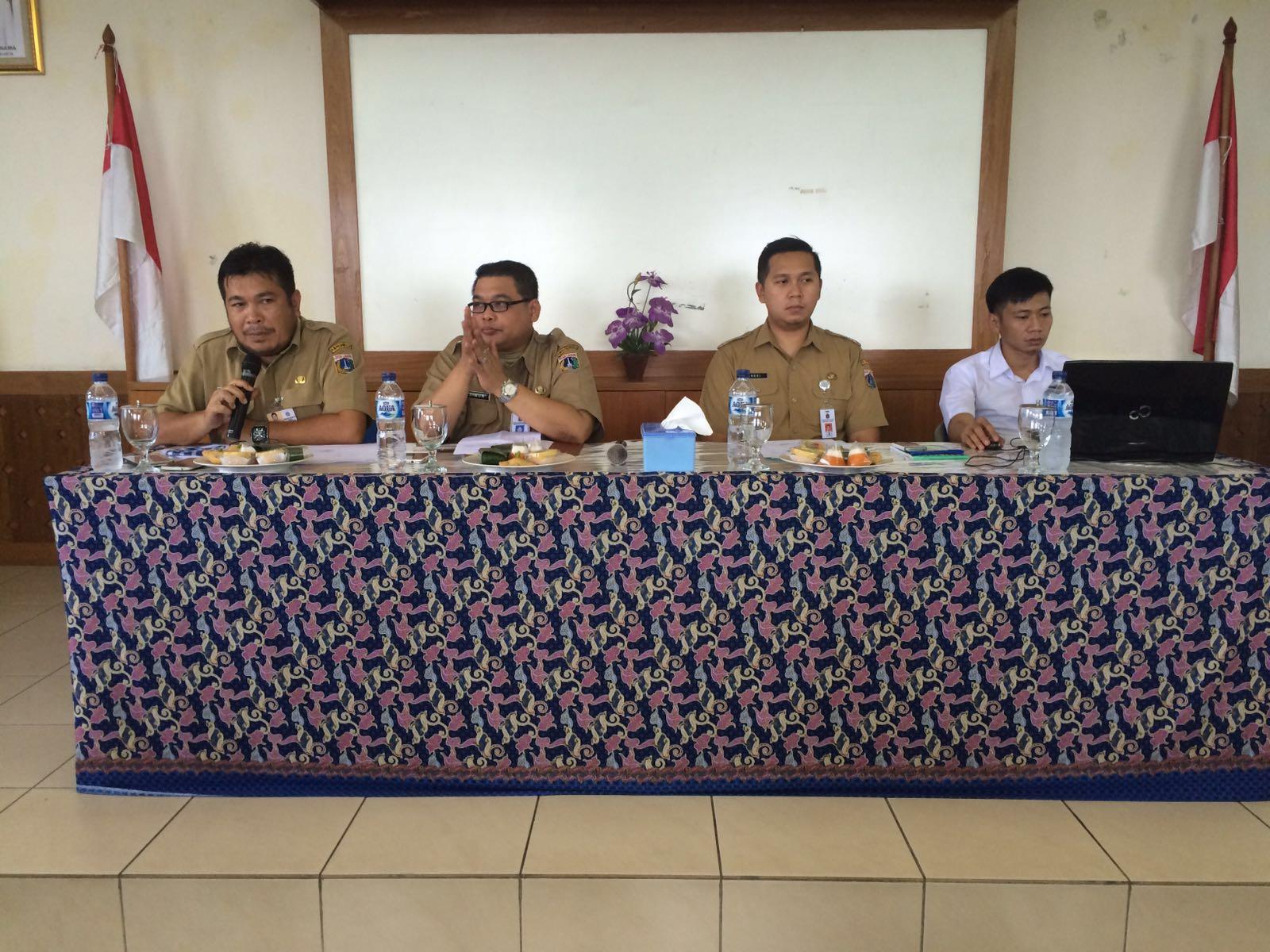 Ka. UPPD Tanjung Priok Simon Panjaitan dan Andri Maulidi dari Humas DPP memberikan materi di Kelurahan Warakas dan Papanggo