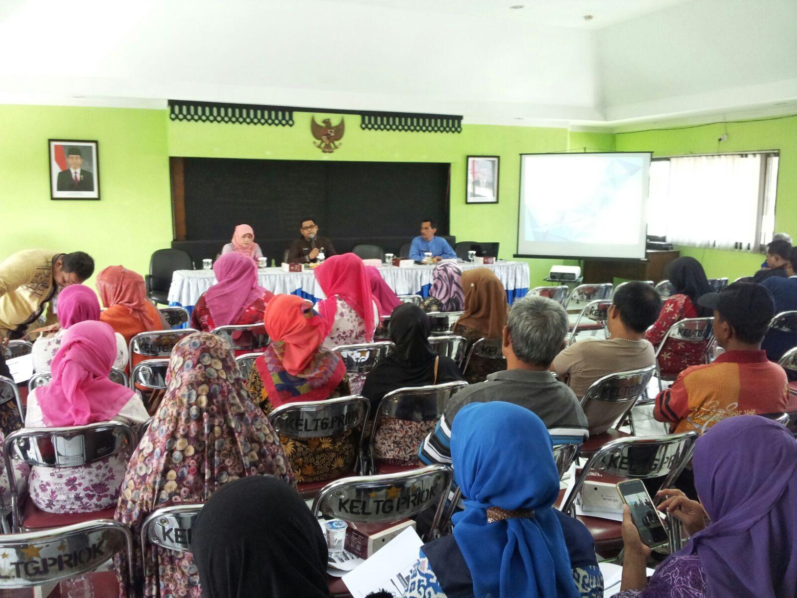Hari Budijanto dari Humas DPP memberikan materi di kelurahan Tanjung Priok