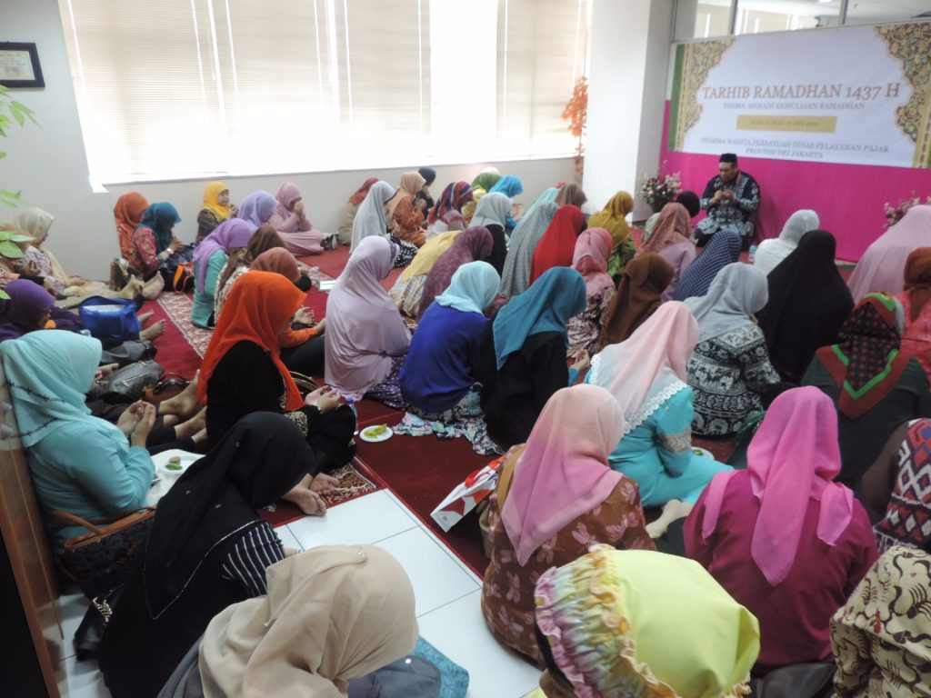 Ibu-ibu Pengajian DWP DPP