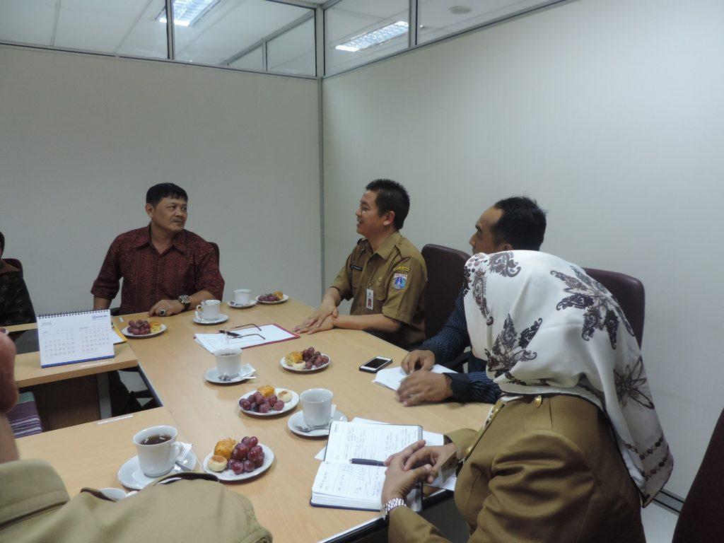 Suasana akrab tercipta antara Jakarta-Surabaya