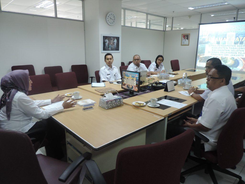 Ka. Humas DPP memberikan penjelasan tentang Dinas Pelayanan Pajak DKI
