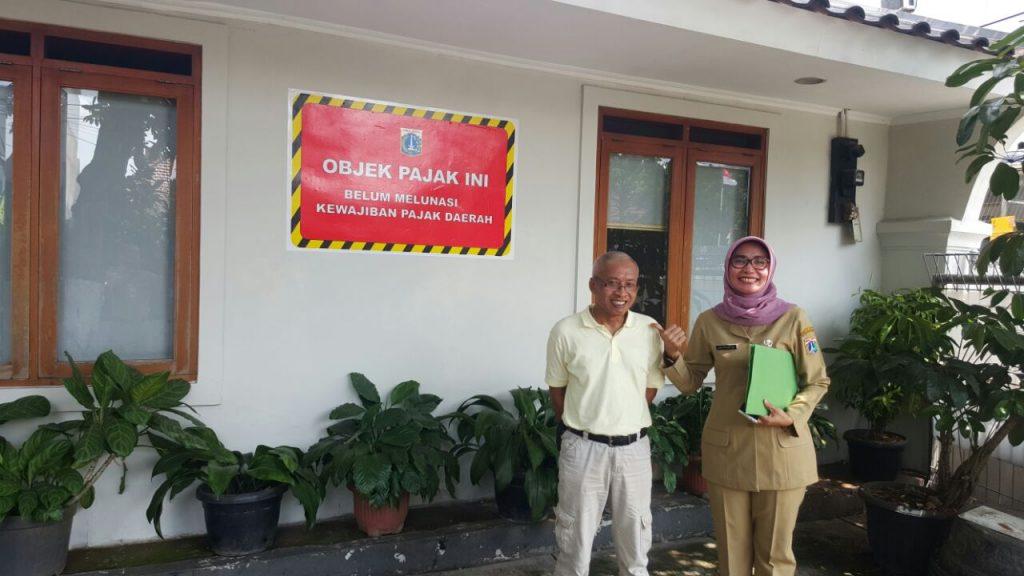 Penempelan Stiker Tunggakan di Jakarta Timur objek Pajak Hotel