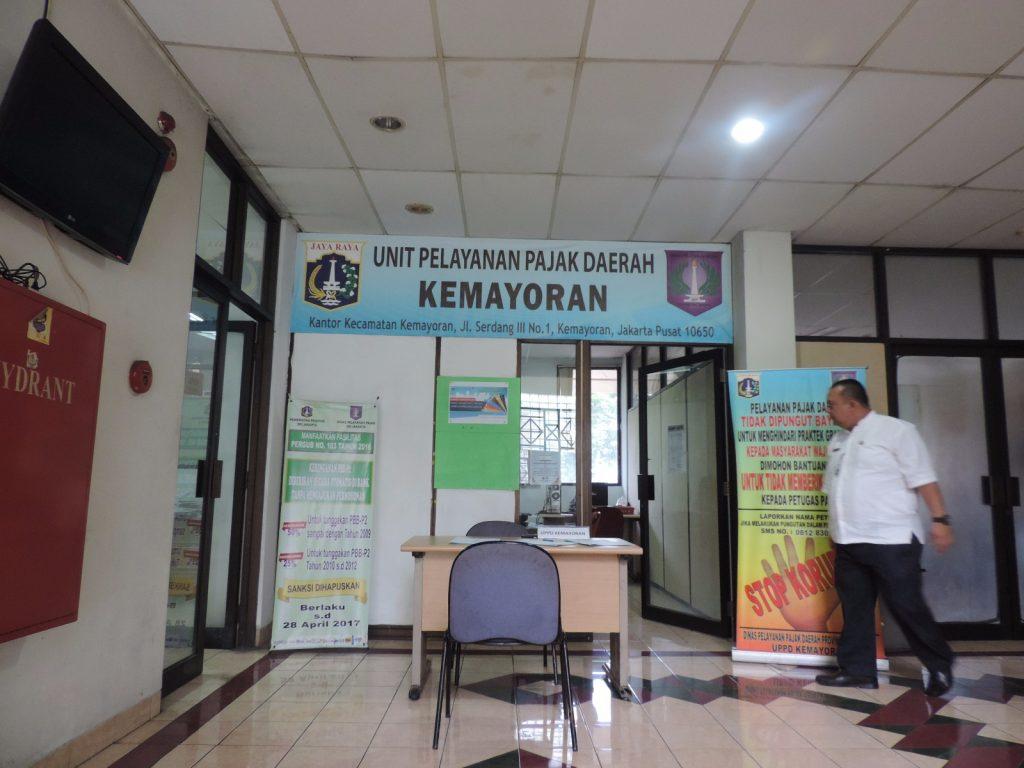Ruang Pelayanan UPPD Kemayoran di lantai 3 untuk pelayanan dan pendaftaran Wajib Pajak. Alamat: Kantor Kecamatan Kemayoran, Jl. Serdang III No.1, Kemayoran, Jakarta Pusat 10650 (sebelah Pasar Serdang) telepon 021-42886174