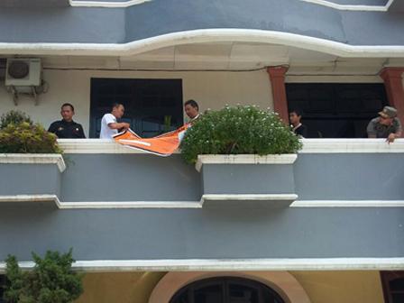 Pemasangan Stiker/Plang Tunggakan PBB di Jakarta Timur