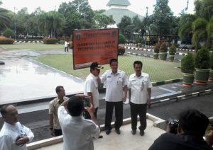 Pemasangan Plang Tunggakan PBB di Jakarta Utara