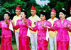 Tari Maengket dari Minahasa