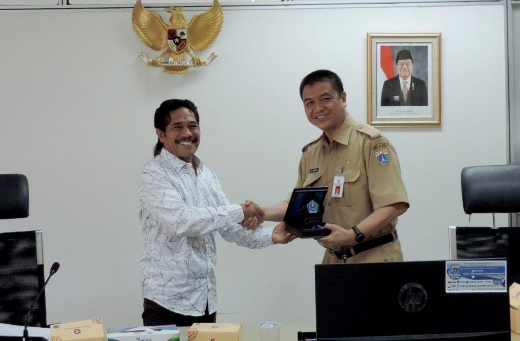 Wakil Kepala Dinas Pelayanan Pajak Edi Sumantri menerima DPRD Denpasar-Bali