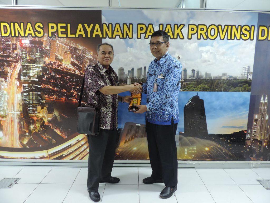 Banjarbaru Pelajari Pajak Parkir dan Hiburan