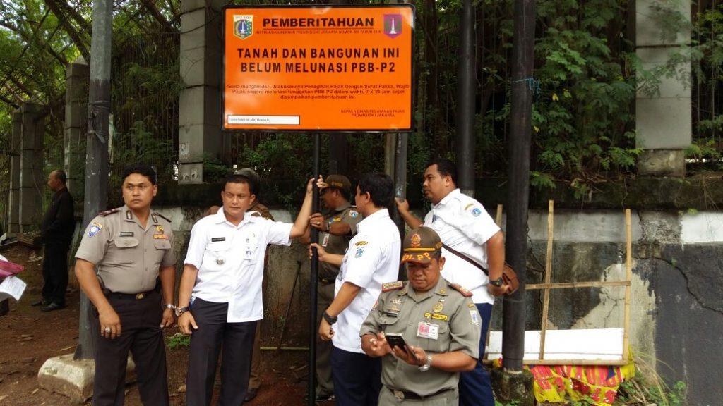 Pemasangan Plang PBB UPPD Palmerah