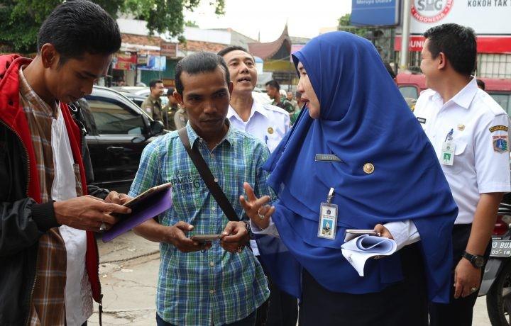 Kasudin Pajak Jakarta Barat Umiyati dilokasi