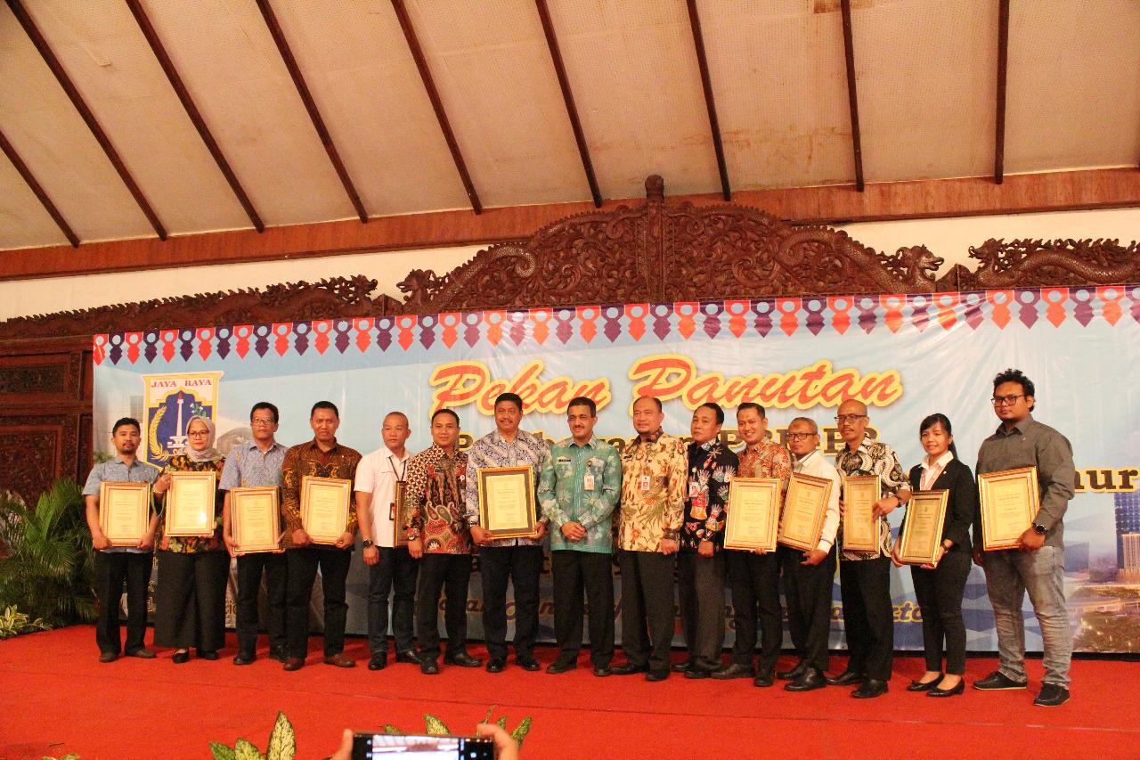 Warga Jakarta Timur Lakukan Pembayaran PBB Bersama